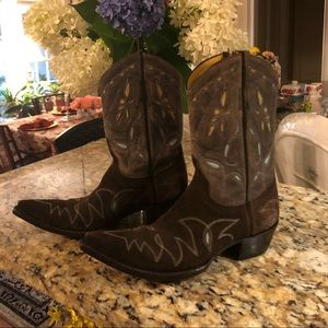 Fabulous Old Gringo boots. Flame stitch. Brown with touches of blue and tan.